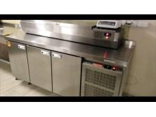 Стол холодильный POLAIR TM4GN-G Б/у в идеальном рабочем состоянии.